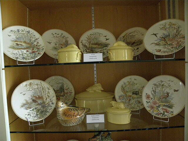Plates with hunting scene.
