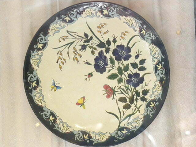 Plate with blue flowers, Longchamps
